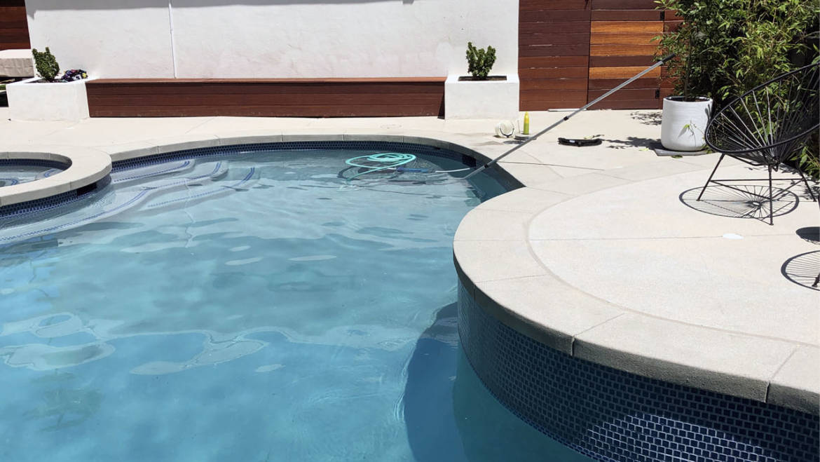• How to clean a swimming pool